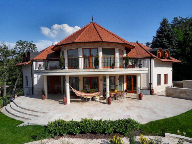 Miért éri meg drága kazánt venni? forrás: http://www.homeinfo.hu/inspiraciotar/category/homlokzat/i-12280/szerako-csaladi-haz-homlokzata.html
